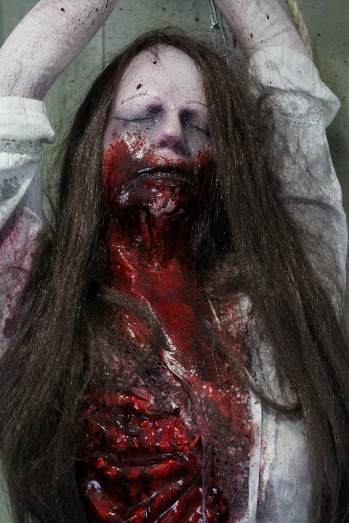 Haunted house Props 3/4 Dead Ripped torso