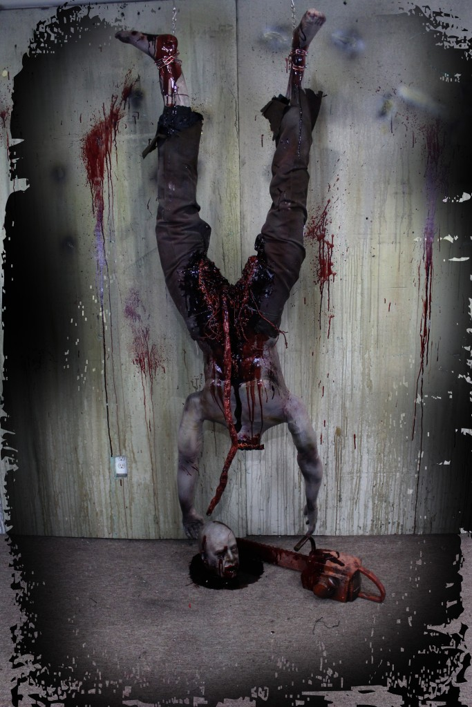 2016 ROTTEN HEADLESS CHAINSAW VICTIM WITH HEAD AND CHAINSAW