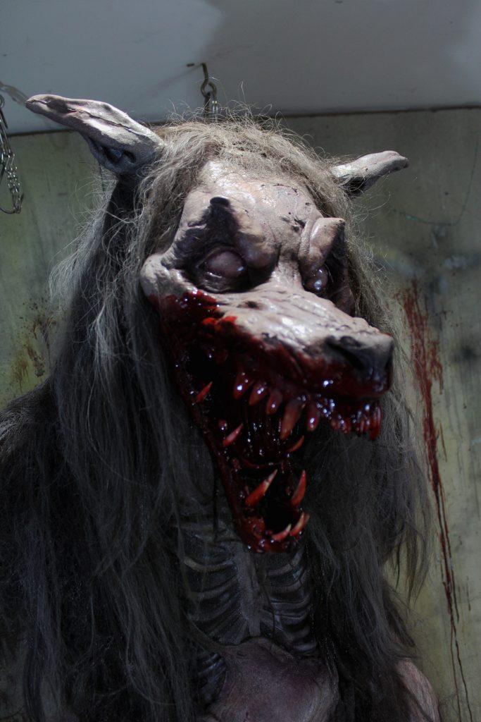 New 2017 7 ft Creature Halloween prop The Nightmnare Wolf