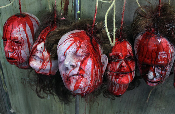 5 Bloody Severed Decapitated Realistic Heads on Rope