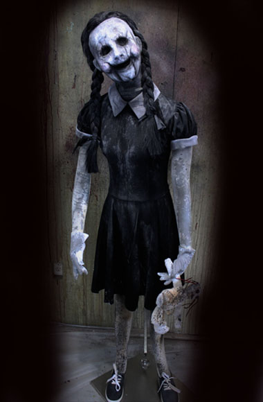 New 2018 Halloween Haunted House Life size Doll Cracked Faced Carrie